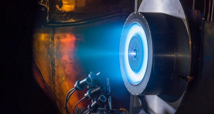 nasa-centre-recherche-glenn-ions-ionique-propulseur-effet-hall-750x400